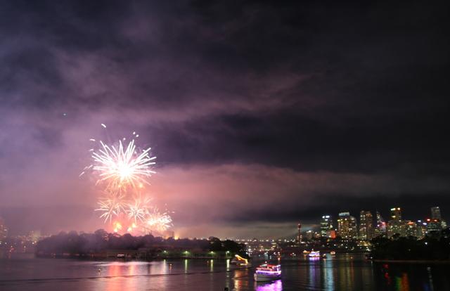 sydney fireworks smoke