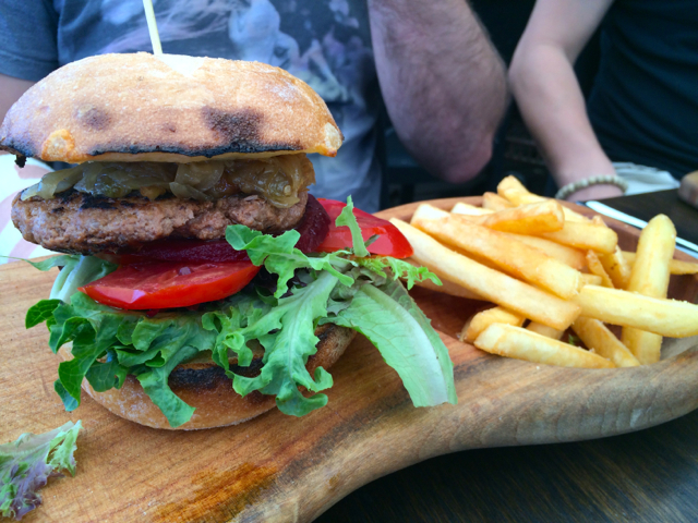 Beef burger with chips